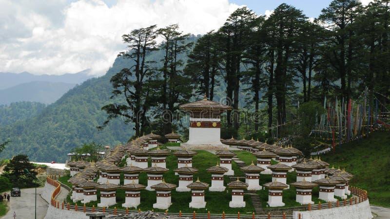 Monumento com os stupas fotos de stock