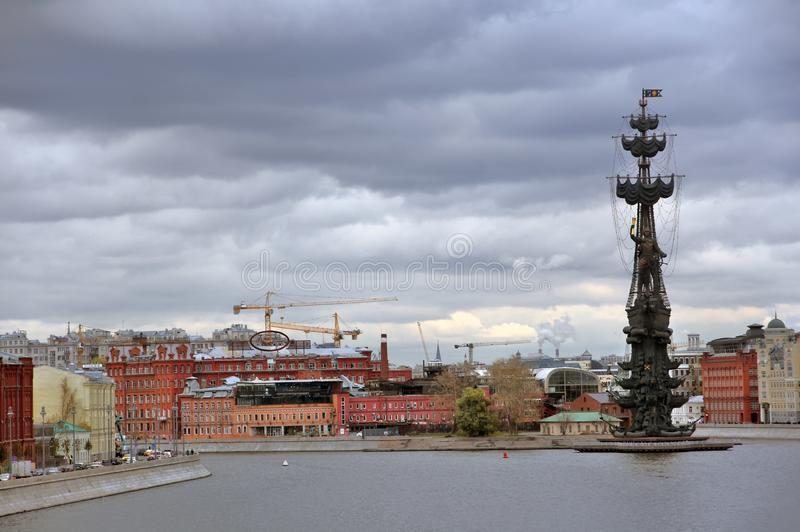 Monumento in commemorazione del 300th anniversario della marina russa fotografia stock libera da diritti