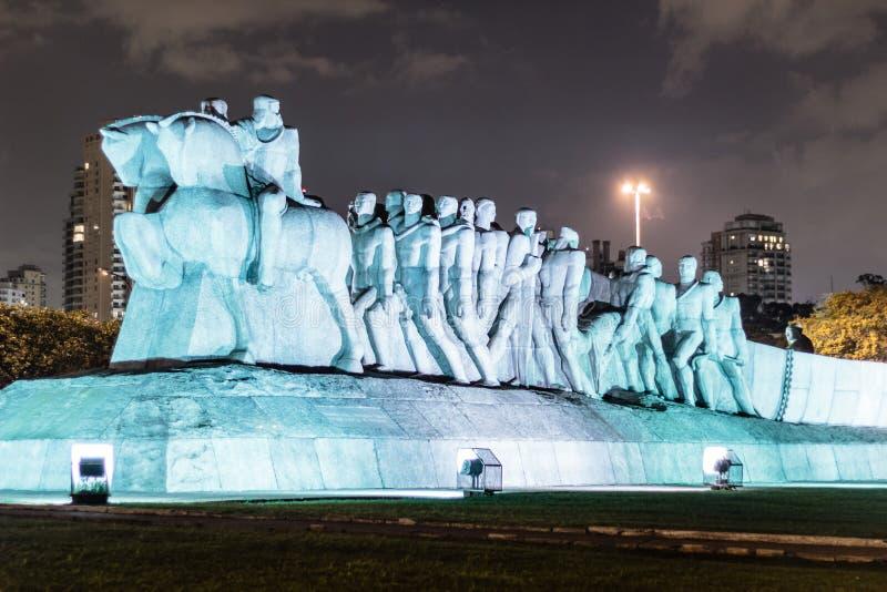 Monumento como Bandeiras em Sao Paulo, Brasil Brasil fotografia de stock