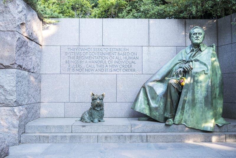 Monumento conmemorativo del ` s de Franklin Roosevelt con las estatuas de bronce de Franklin Roosevelt y de su perro querido imágenes de archivo libres de regalías