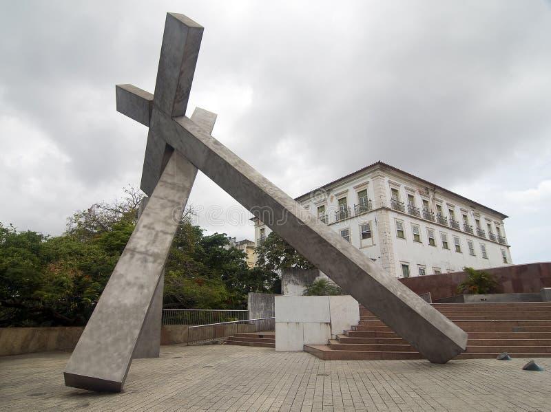 Monumento cruzado caido, el Brasil foto de archivo