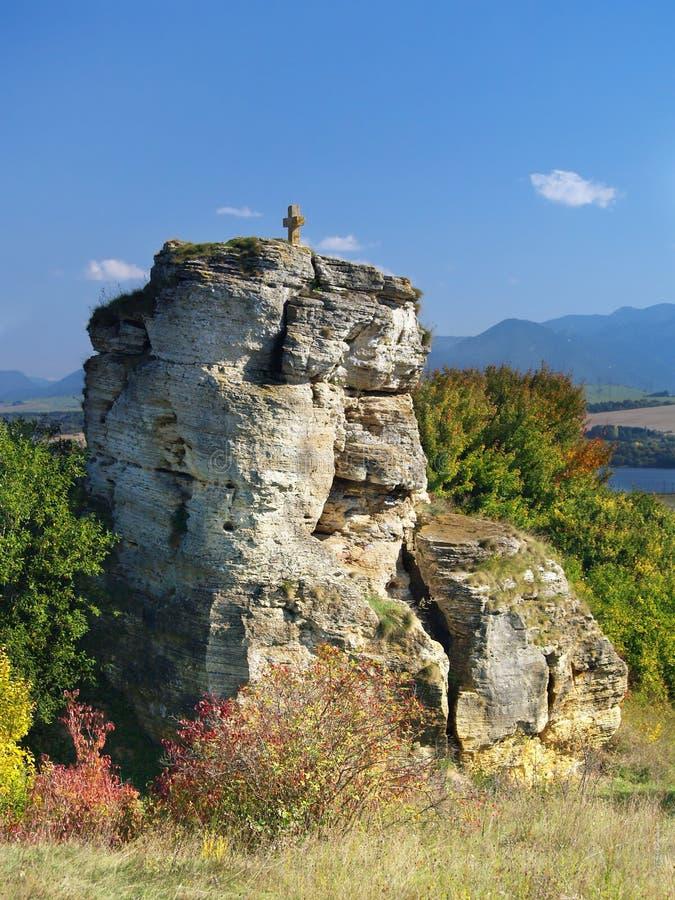 Monumento cruzado de piedra cerca de Besenova, Eslovaquia fotos de archivo libres de regalías