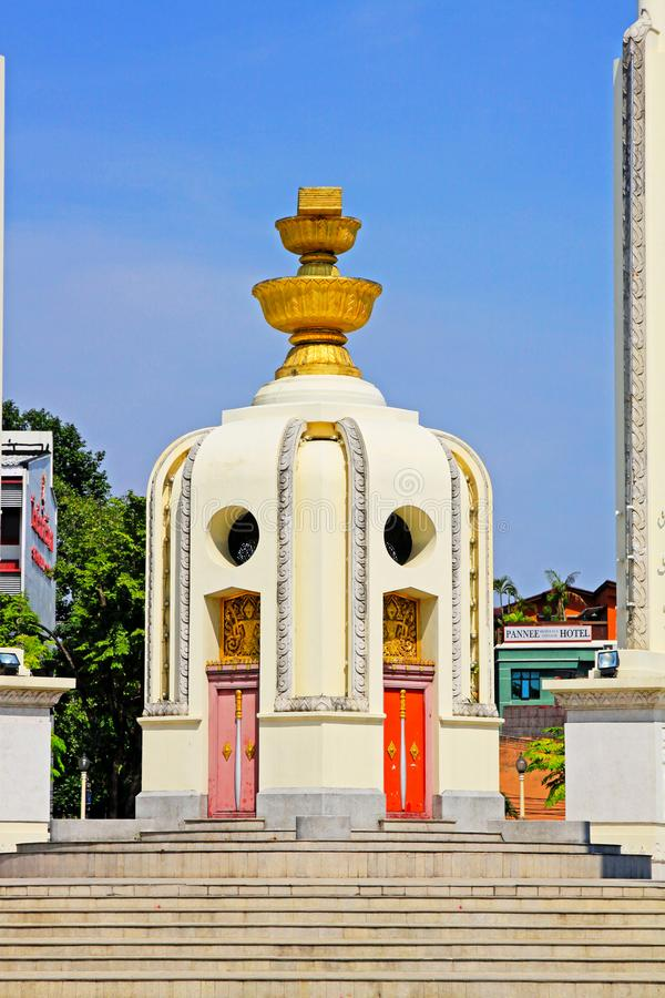 Monumento da democracia, Banguecoque, Tailândia fotografia de stock royalty free