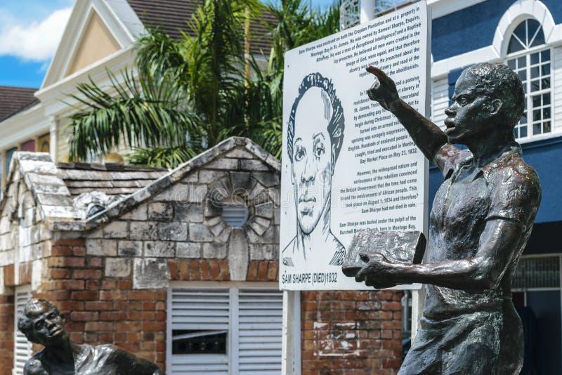 Monumento da escultura do herói nacional jamaicano Samuel Sharpe em Sam Sharpe Square, Montego Bay do centro, Jamaica fotografia de stock