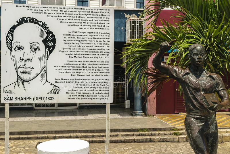 Monumento da escultura do herói nacional jamaicano Samuel Sharpe em Sam Sharpe Square, Montego Bay do centro, Jamaica imagens de stock