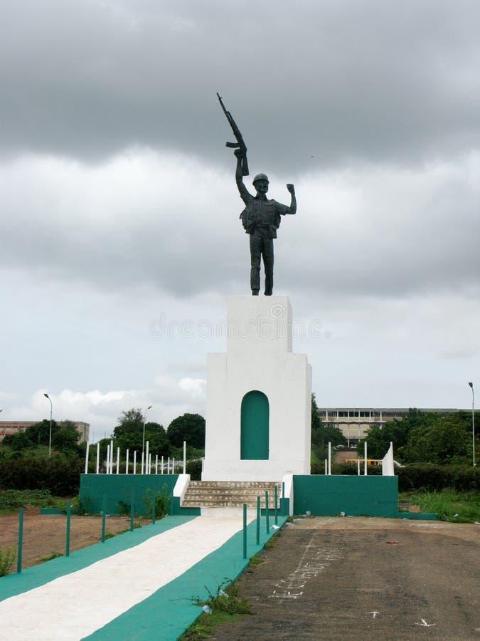 Monumento da guerra de Biafra em Enugu Nigéria imagens de stock