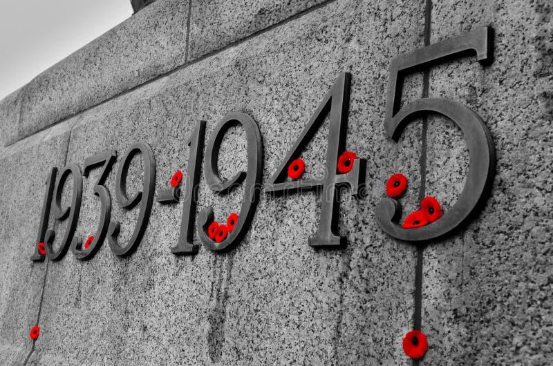Monumento da guerra no dia da relembrança imagens de stock