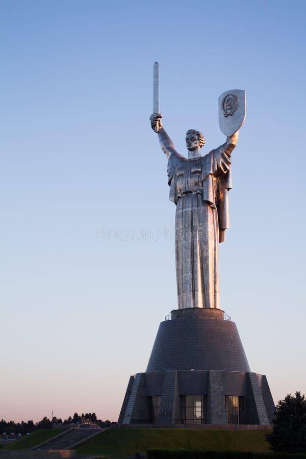 Monumento da pátria igualmente conhecido como o ` da Rodina-esteira, Kiev, Ucrânia, o 9 de agosto de 2015 fotografia de stock royalty free
