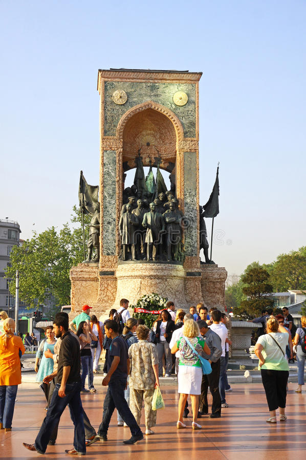 Monumento da república no quadrado de Taksim em Istambul imagens de stock royalty free