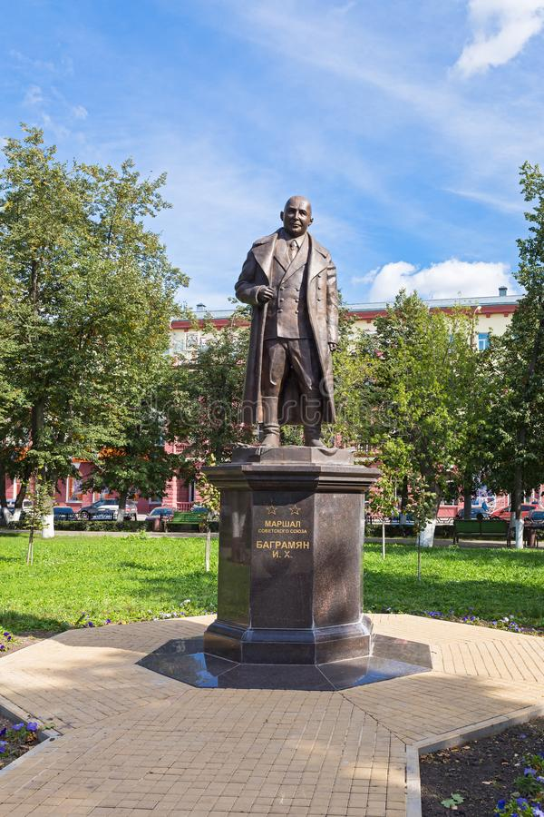 Monumento de Bagramyan em Oryol imagens de stock royalty free