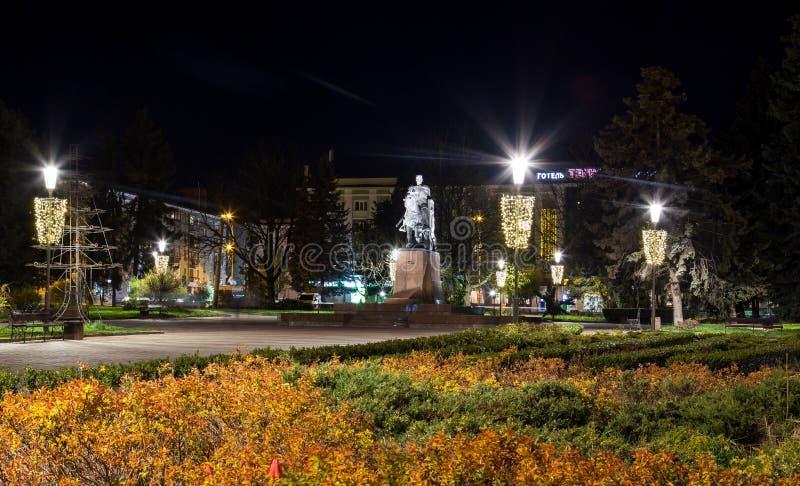 Monumento de Bohdan Khmelnytsky en el centro de ciudad Ternopil, Ucrania imagenes de archivo
