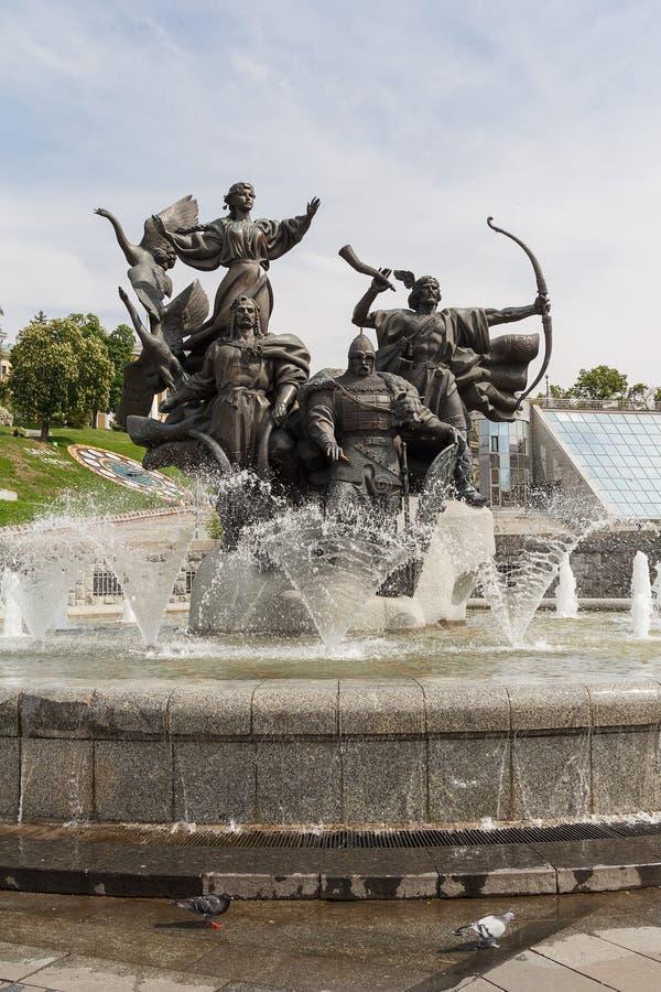 Monumento de ciudad-fundadores, cuadrado de la independencia kiev fotografía de archivo libre de regalías