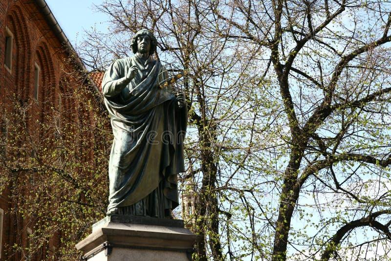 Monumento de Copernicus em Torun foto de stock