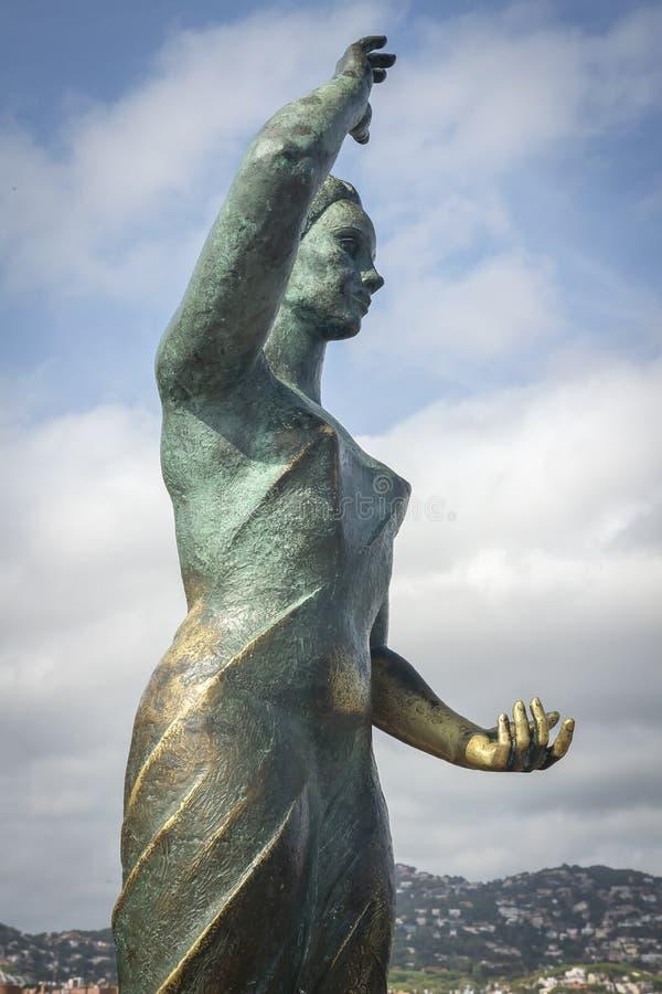 Monumento de Dona Marinera ao marinheiro do ` s da esposa em Lloret de Mar em Costa Brava, Espanha foto de stock