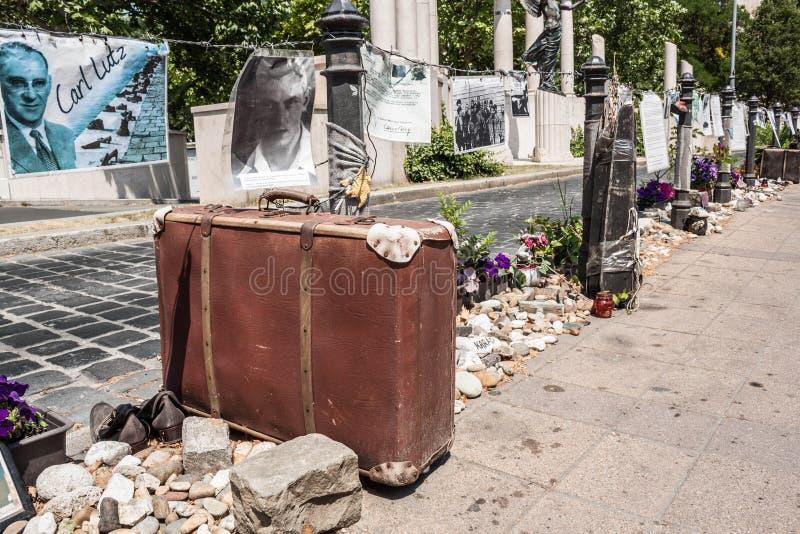 Monumento de expediente del holocausto creado por los activistas en Szabadsag s imagen de archivo libre de regalías