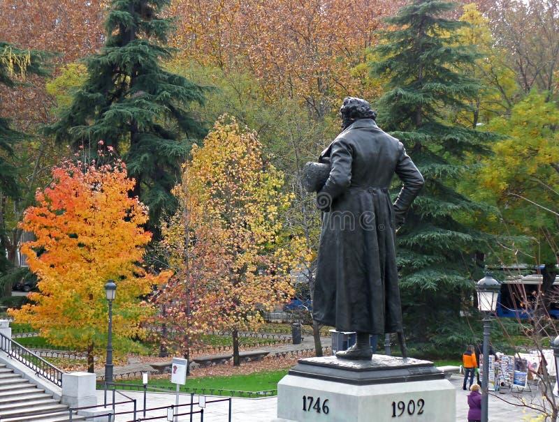 Monumento de Francisco de Goya Facing la fachada del norte del museo con el follaje de otoño colorido, Madrid, España de Prado imagen de archivo