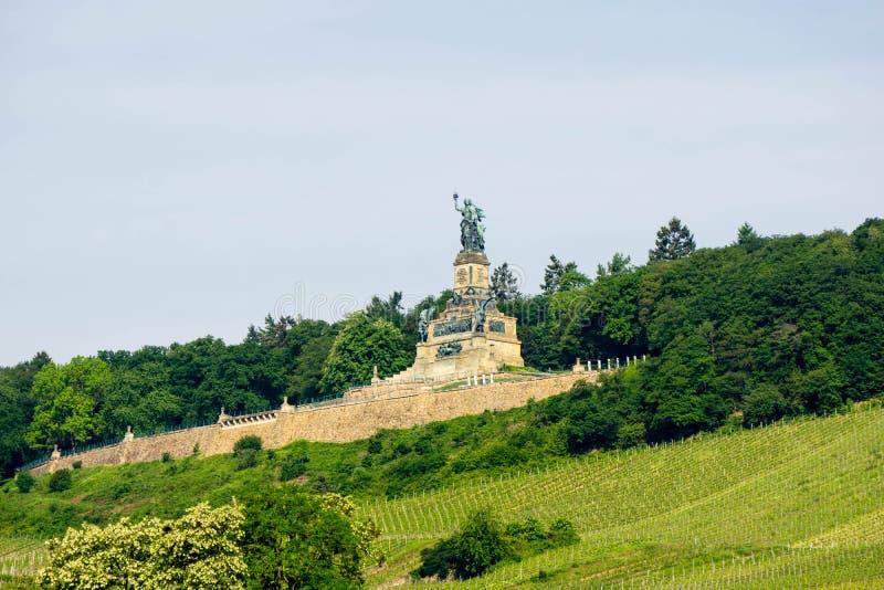 Monumento de Germania Niederwald no Reno do rio perto de Ruedesheim em Alemanha fotografia de stock