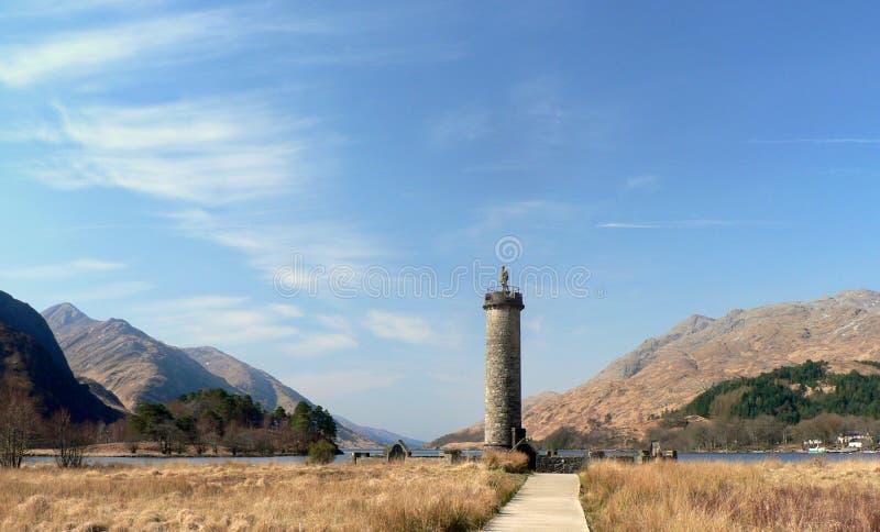 Monumento de Glenfinnan na costa do Loch Shiel imagens de stock royalty free