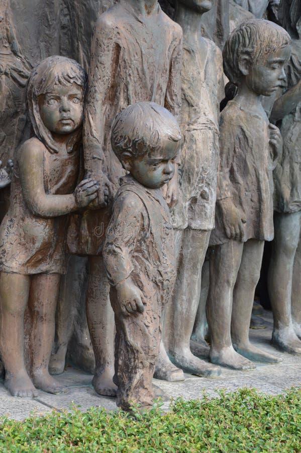 Monumento de guerra en el pueblo de Lidice imágenes de archivo libres de regalías
