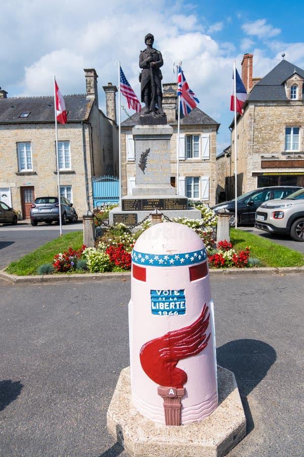 Monumento de guerra en Sainte-Marie-du-Mont, Normand?a, Francia imagenes de archivo