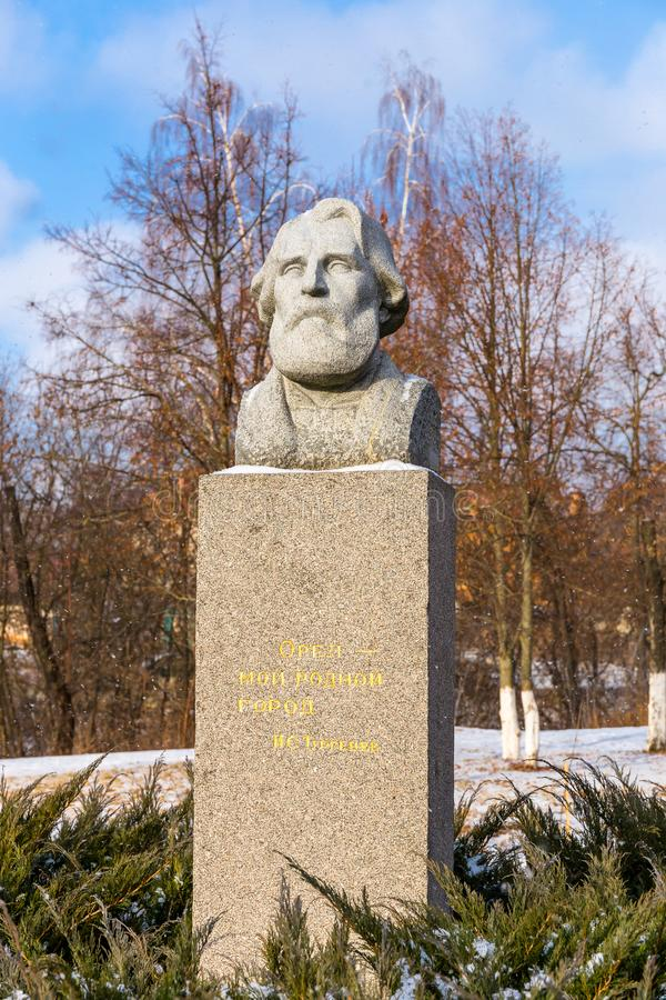 Monumento de Ivan Turgenev en Oryol imagenes de archivo