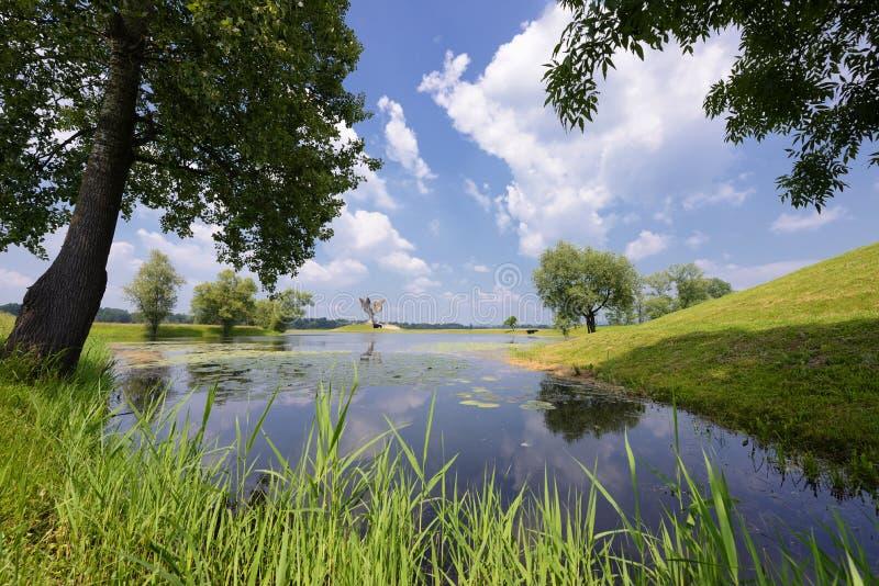 Monumento de Jasenovac WWII imagenes de archivo