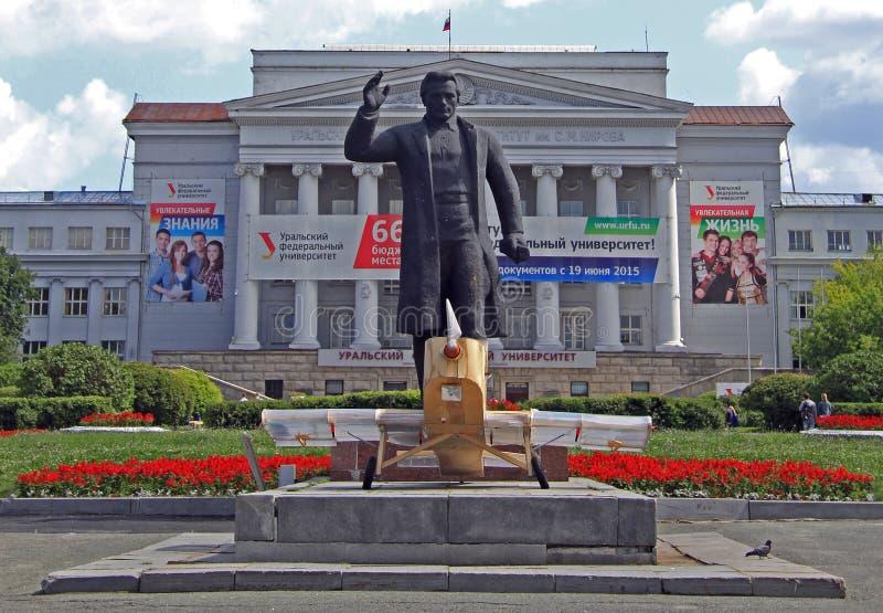 Monumento de Kirov de la universidad federal casi Ural fotografía de archivo