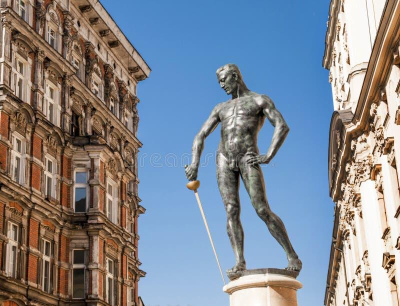 Monumento de la ciudad - sirva con la espada 2 fotos de archivo libres de regalías