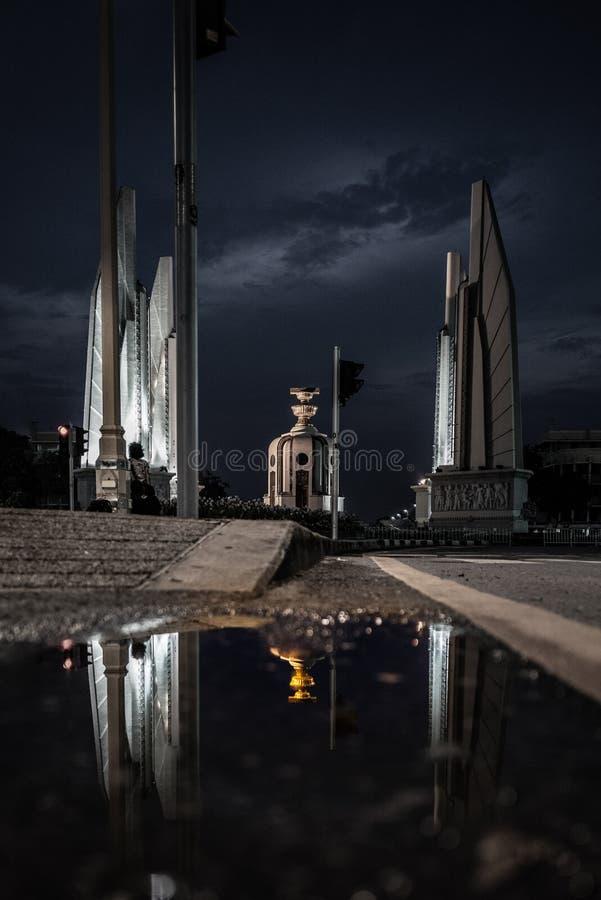 Monumento de la democracia en Tailandia fotos de archivo