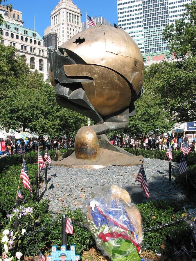 Monumento de la esfera del World Trade Center imagen de archivo libre de regalías