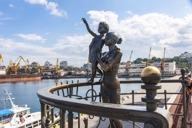 Monumento de la esposa del ` s del marinero en Odesa, Ucrania imagenes de archivo