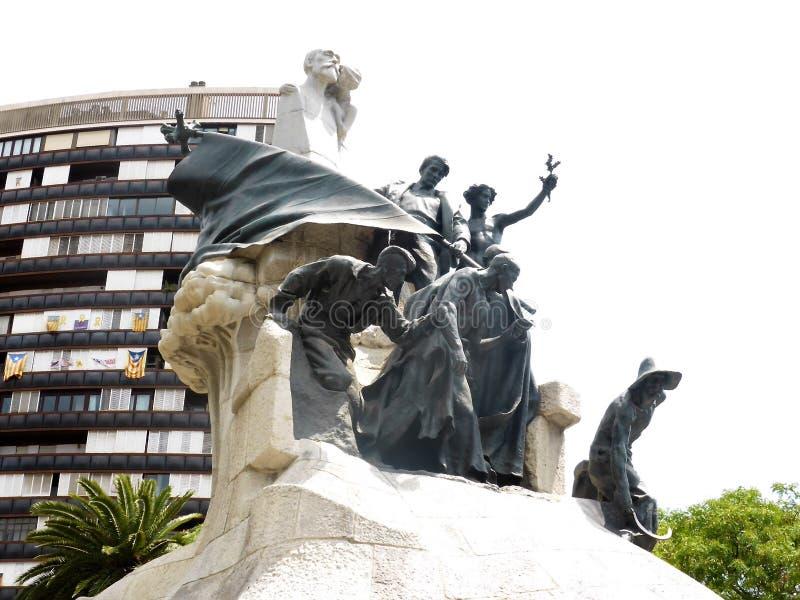 Monumento de la estatua al Dr. Bartomeu Robert en Gran Via en el distrito de Eixample de Barcelona en España foto de archivo libre de regalías