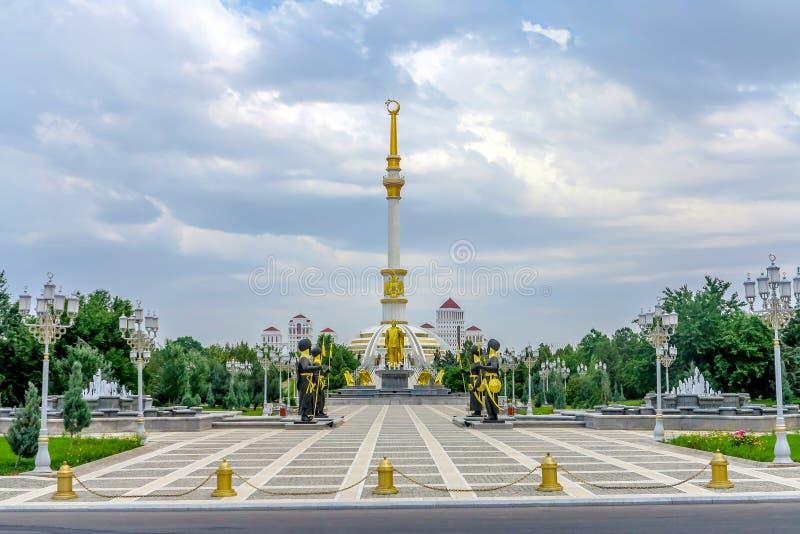 Monumento 01 de la independencia de Asjabad imagen de archivo