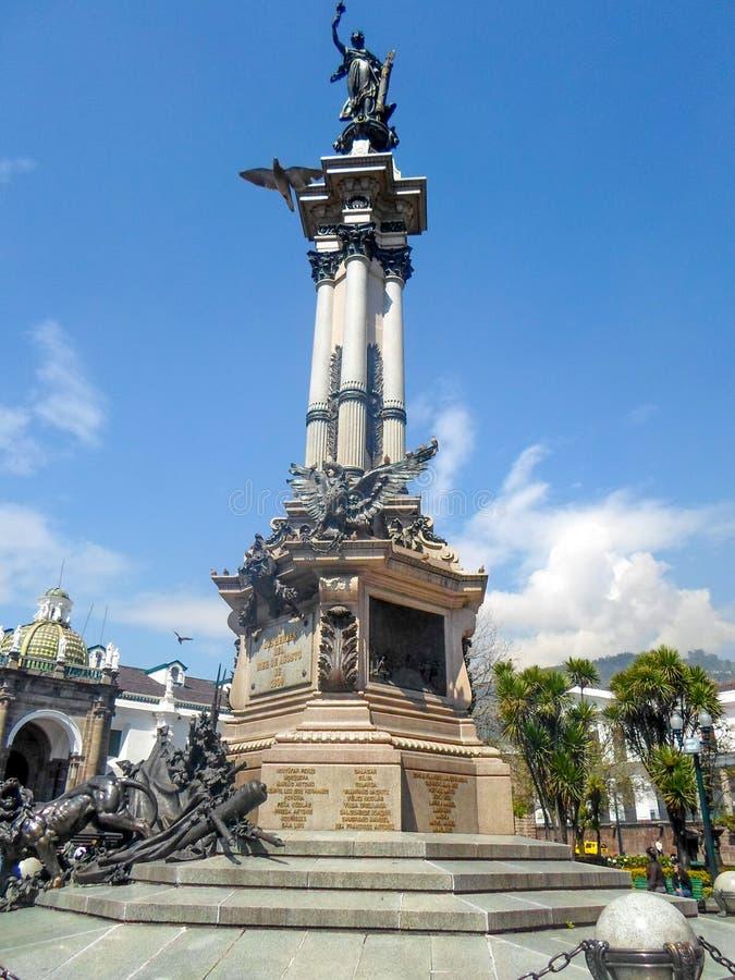 Monumento de la independencia de Quito imagenes de archivo