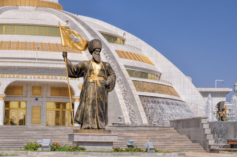 Monumento de la independencia en Asjabad fotos de archivo libres de regalías