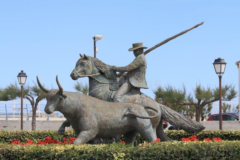 Monumento de la lucha de Bull, Saintes-Maries-de-la-Mer de Les, Francia foto de archivo