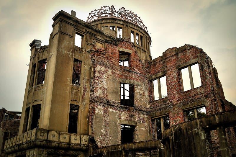 Monumento de la paz de Hiroshima en un día nublado foto de archivo libre de regalías