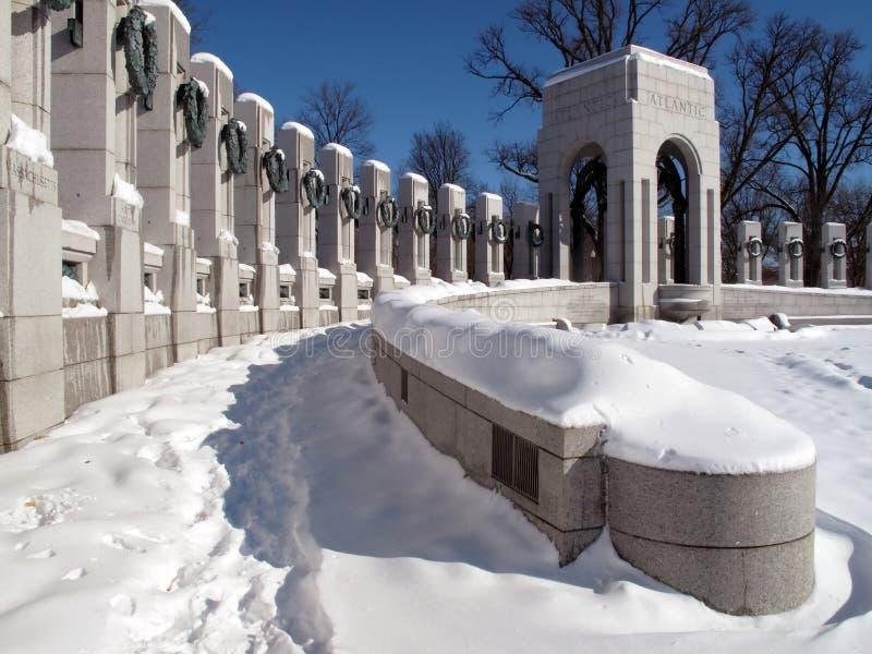 Monumento de la Segunda Guerra Mundial en febrero imagenes de archivo