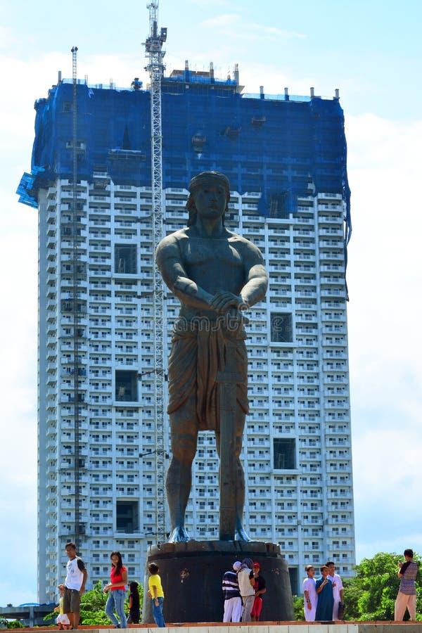 Monumento de Lapu-Lapu en el parque de Rizal, Manila, Filipinas imagen de archivo