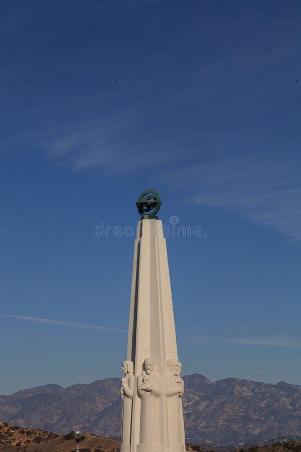 Monumento de los astrónomos en Griffith Park en Griffith Observatory, Los Ángeles imagenes de archivo