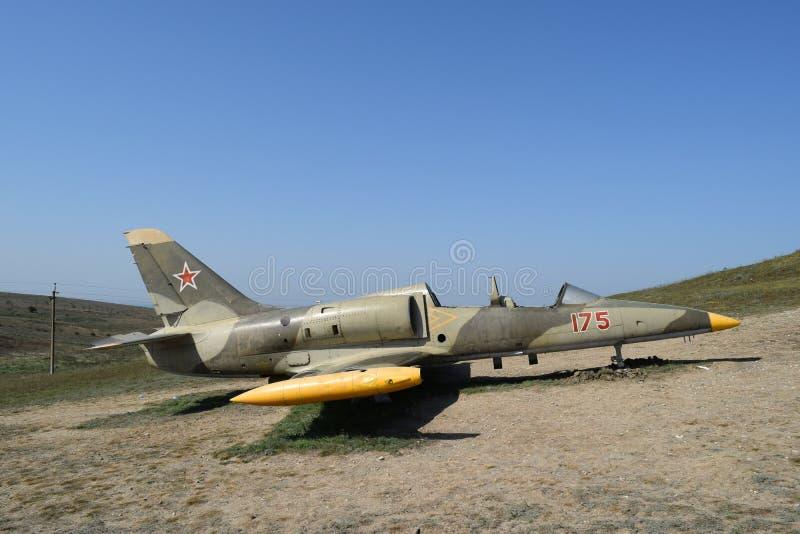 Monumento de los aviones de combate cerca del pueblo cosaco Ataman Hardware militar como objeto expuesto del museo disponible par fotos de archivo