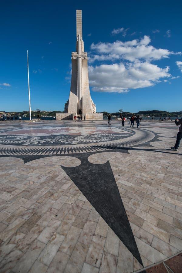 Monumento de los descubrimientos en Lisboa fotos de archivo