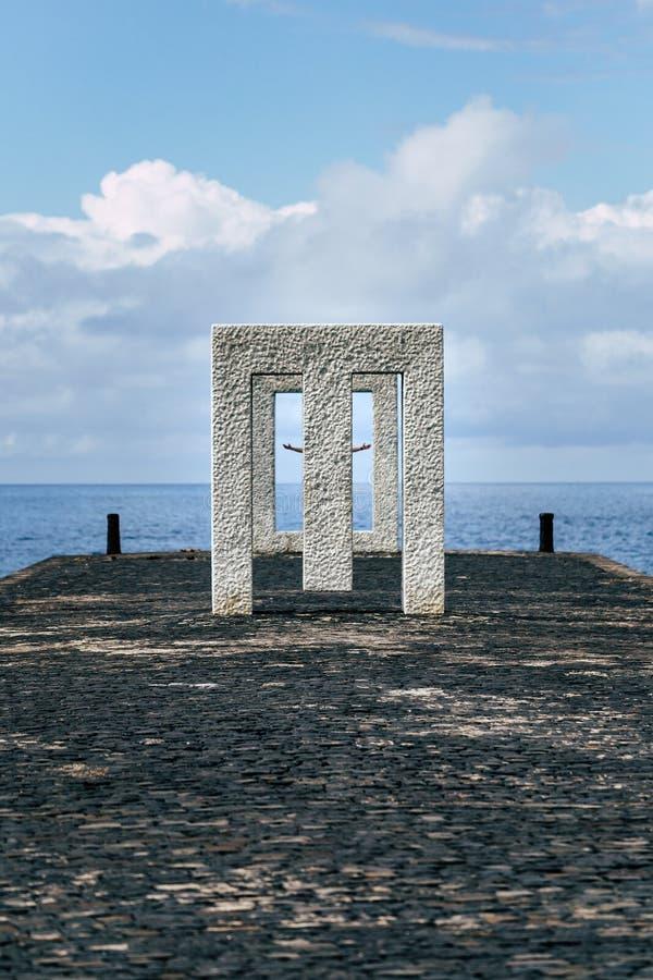 Monumento de mármore famoso do quadro em Garachico em Tenerife foto de stock