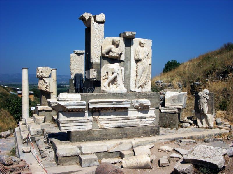 Monumento de Memius em Ephesus, Turquia imagem de stock royalty free