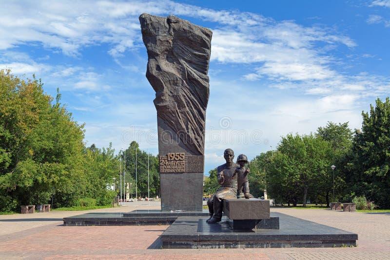 Monumento de metalúrgicos en Cherepovets, Rusia fotos de archivo libres de regalías