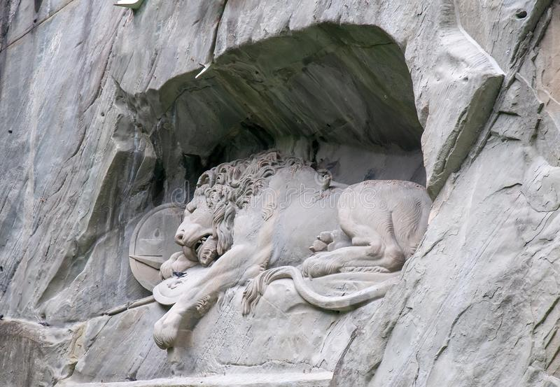 Monumento de morte na lucerna, o marco famoso do leão de Suíça imagem de stock royalty free