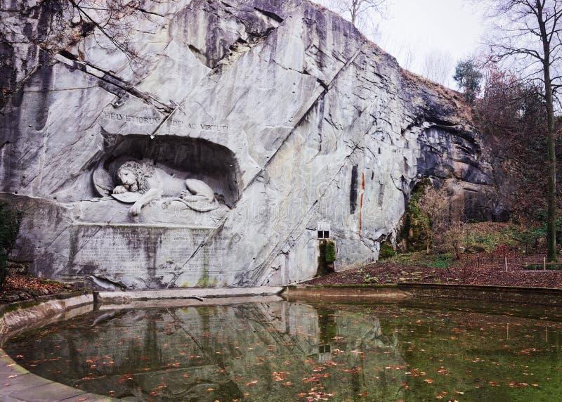Monumento de muerte del león en Alfalfa Suiza foto de archivo