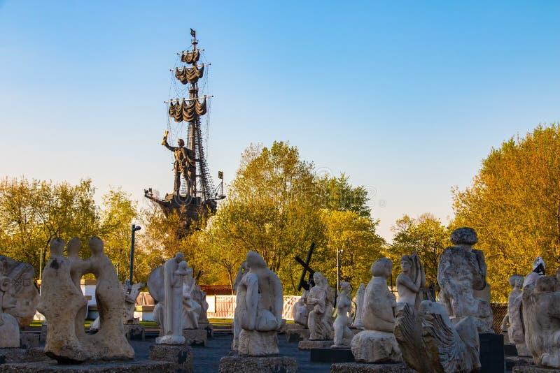Monumento de Muzeon y de Peter en Moscú fotos de archivo