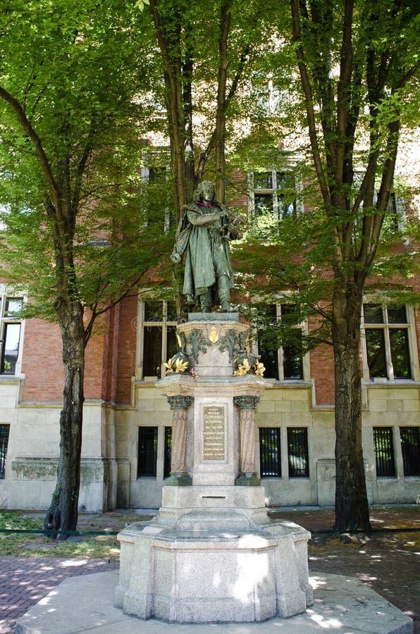 Monumento de Nicolas Copernicus em Krakow imagem de stock royalty free