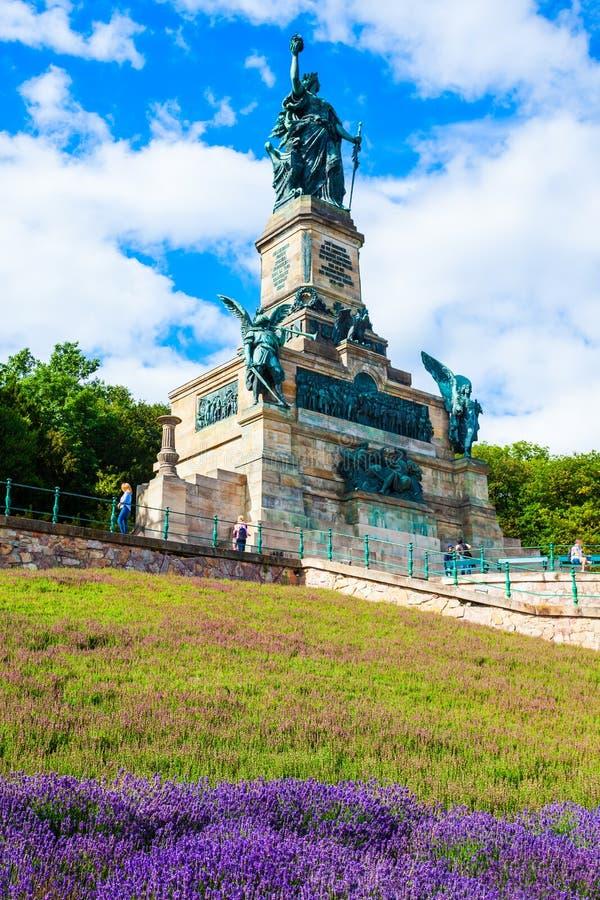 Monumento de Niederwalddenkmal em Rudesheim, Alemanha foto de stock royalty free